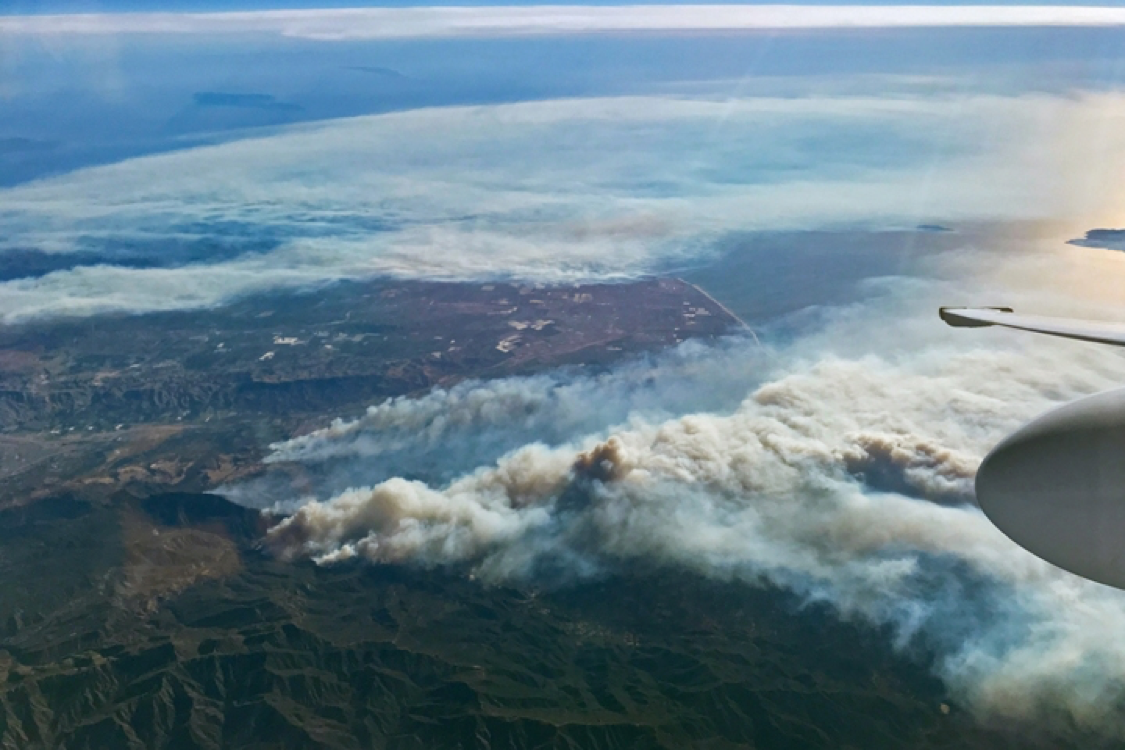 http://assets.climatecentral.org/images/made/12_8_17_NASA_smoke_ventura_720_480_s_c1_c_c.jpg